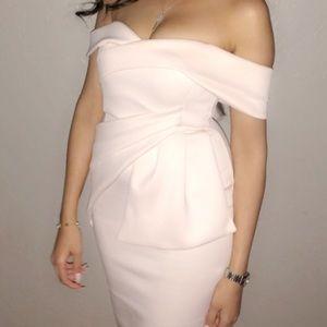 Dresses & Skirts - Light peachy off shoulders dress